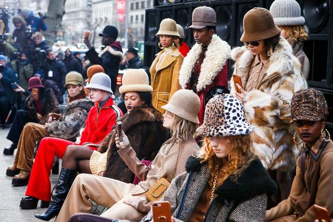 Mở mang tầm mắt với 8 BST không-thể-không-xem của Tuần lễ thời trang New York - Ảnh 3.