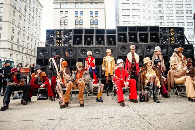 Mở mang tầm mắt với 8 BST không-thể-không-xem của Tuần lễ thời trang New York - Ảnh 4.