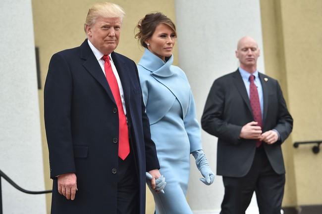 Trong lễ nhậm chức, bà Trump đã xào ngay phong cách thời trang của hai cựu Đệ nhất phu nhân! - Ảnh 3.