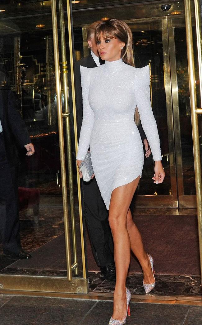 Đang toàn đi cao gót chênh vênh, bà Trump bỗng thay đổi 180 độ khi diện giày bệt hiền lành - Ảnh 5.