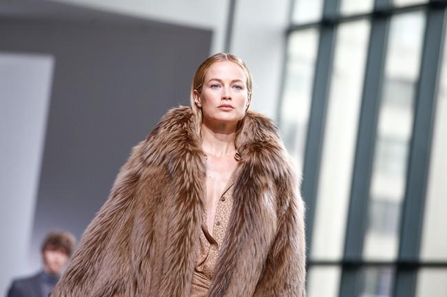 Mở mang tầm mắt với 8 BST không-thể-không-xem của Tuần lễ thời trang New York - Ảnh 12.