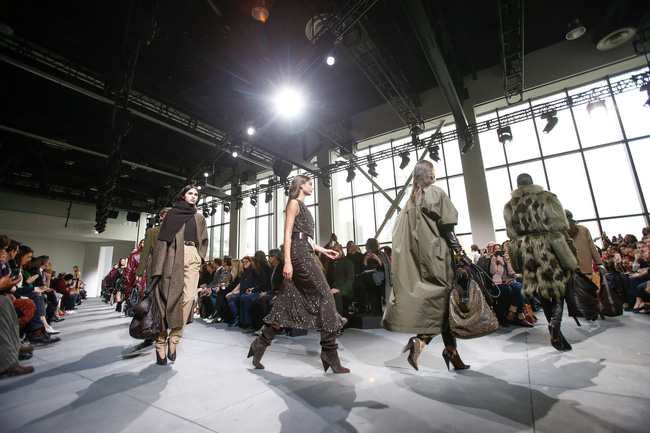 Mở mang tầm mắt với 8 BST không-thể-không-xem của Tuần lễ thời trang New York - Ảnh 14.