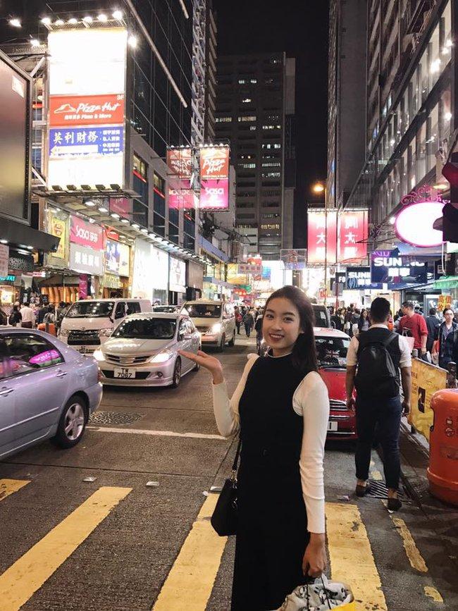 Đăng quang gần nửa năm, cả gia tài hàng hiệu của Hoa hậu Mỹ Linh vẫn chỉ vỏn vẹn... 2 chiếc túi - Ảnh 2.