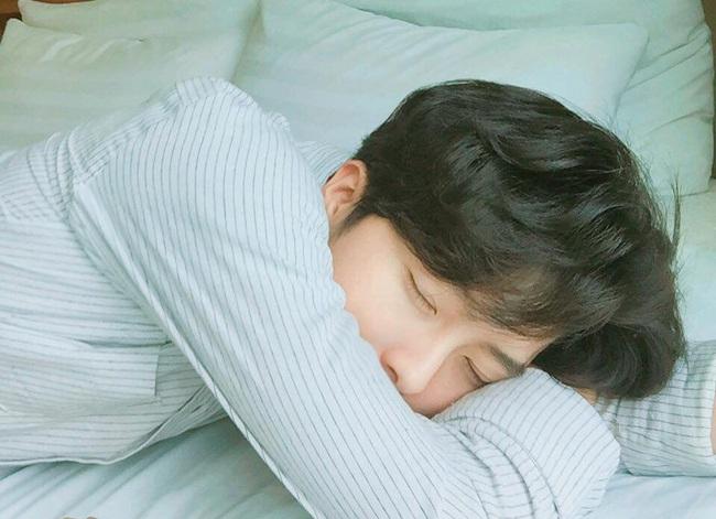 Đi tìm tư thế ngủ giúp tăng cường tối đa sức khỏe - Ảnh 1.