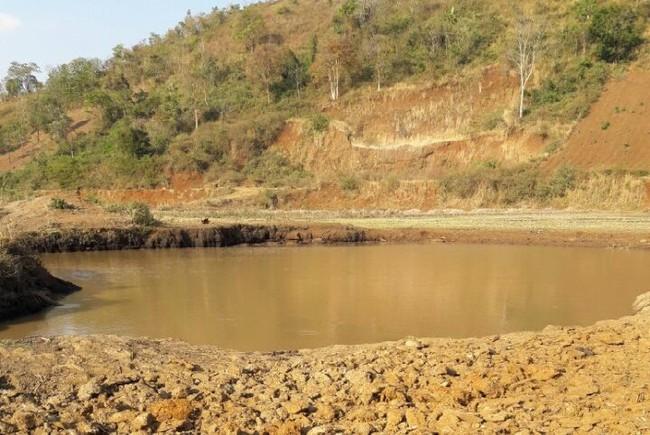 Gia Lai: Rơi xuống hồ nước khai thác than bùn, bé trai 8 tuổi tử vong - Ảnh 1.