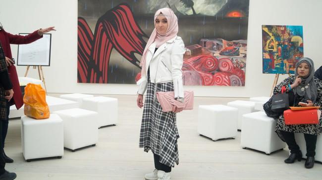 Nếu bạn thắc mắc phụ nữ Hồi giáo mặc gì đi dự Fashion Week, thì đây là giải đáp cho bạn - Ảnh 9.