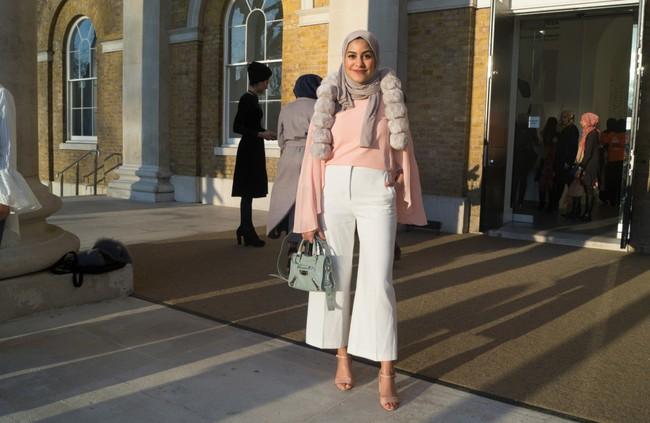Nếu bạn thắc mắc phụ nữ Hồi giáo mặc gì đi dự Fashion Week, thì đây là giải đáp cho bạn - Ảnh 11.