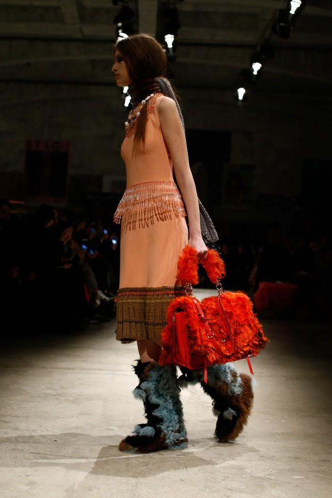 Tuần lễ thời trang Milan: Chiêm ngưỡng để biết cổ tích đôi khi có thật! - Ảnh 16.