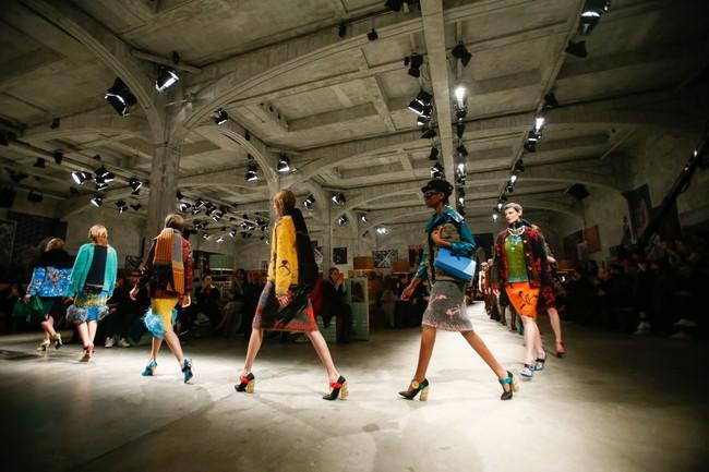 Tuần lễ thời trang Milan: Chiêm ngưỡng để biết cổ tích đôi khi có thật! - Ảnh 18.