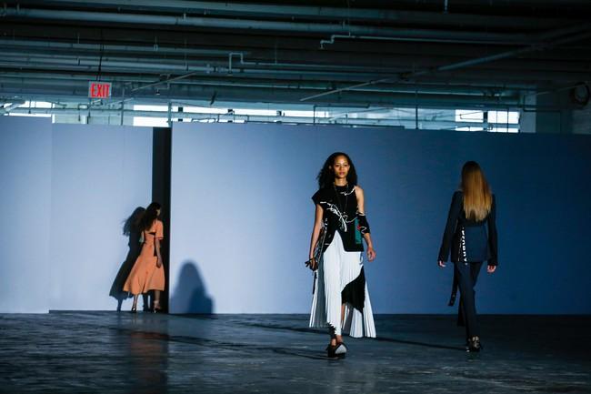 Mở mang tầm mắt với 8 BST không-thể-không-xem của Tuần lễ thời trang New York - Ảnh 21.