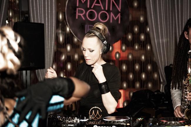 """Khán giả Hà Nội say sưa trong đêm nhạc đẳng cấp từ """"nữ thần"""" DJ Ibiza – Sarah Main - Ảnh 1."""