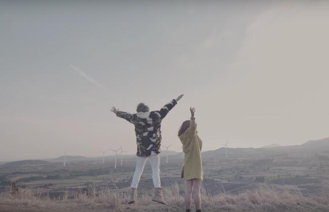 Không chỉ có giai điệu, MV Valentine của Sơn Tùng còn gây chú ý vì mặc toàn đồ Hàn size nữ! - Ảnh 10.
