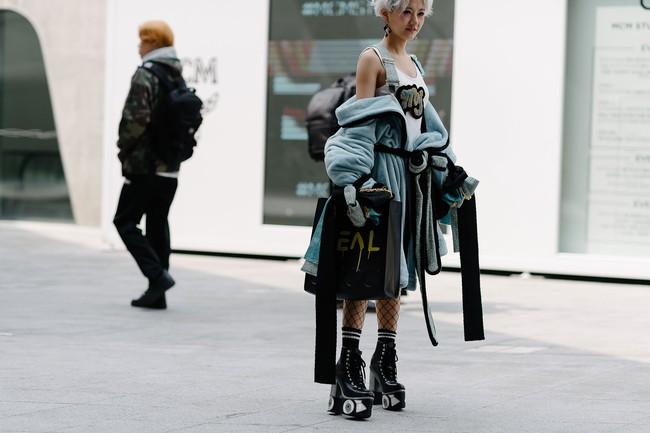 Seoul Fashion Week: nơi duy nhất mà street style phái mạnh trưng trổ đè bẹp cả cánh chị em! - Ảnh 30.