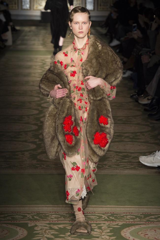 5 BST như minh chứng cho thấy Tuần lễ thời trang London chẳng chán tẹo nào! - Ảnh 15.