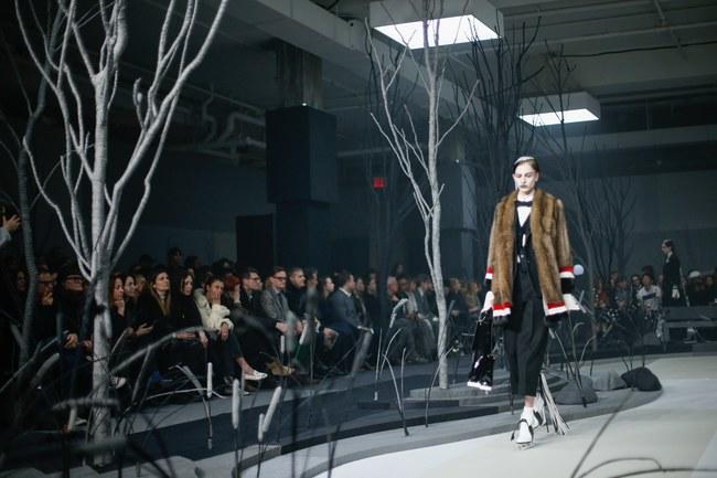 Mở mang tầm mắt với 8 BST không-thể-không-xem của Tuần lễ thời trang New York - Ảnh 8.