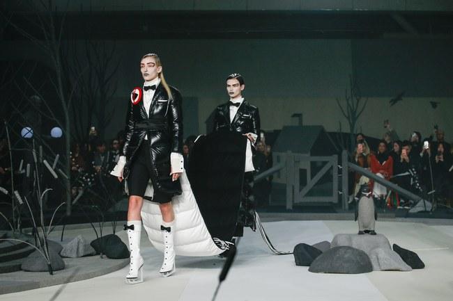 Mở mang tầm mắt với 8 BST không-thể-không-xem của Tuần lễ thời trang New York - Ảnh 9.