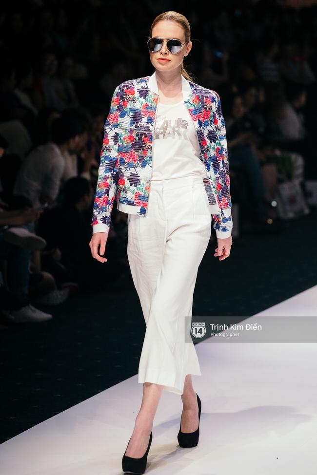 Thanh Hằng đặt cái kết hoàn hảo cho VIFW, Lê Thúy bất ngờ catwalk trong show Lê Thanh Hòa - Ảnh 41.