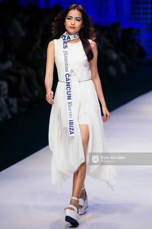 Thanh Hằng đặt cái kết hoàn hảo cho VIFW, Lê Thúy bất ngờ catwalk trong show Lê Thanh Hòa - Ảnh 27.