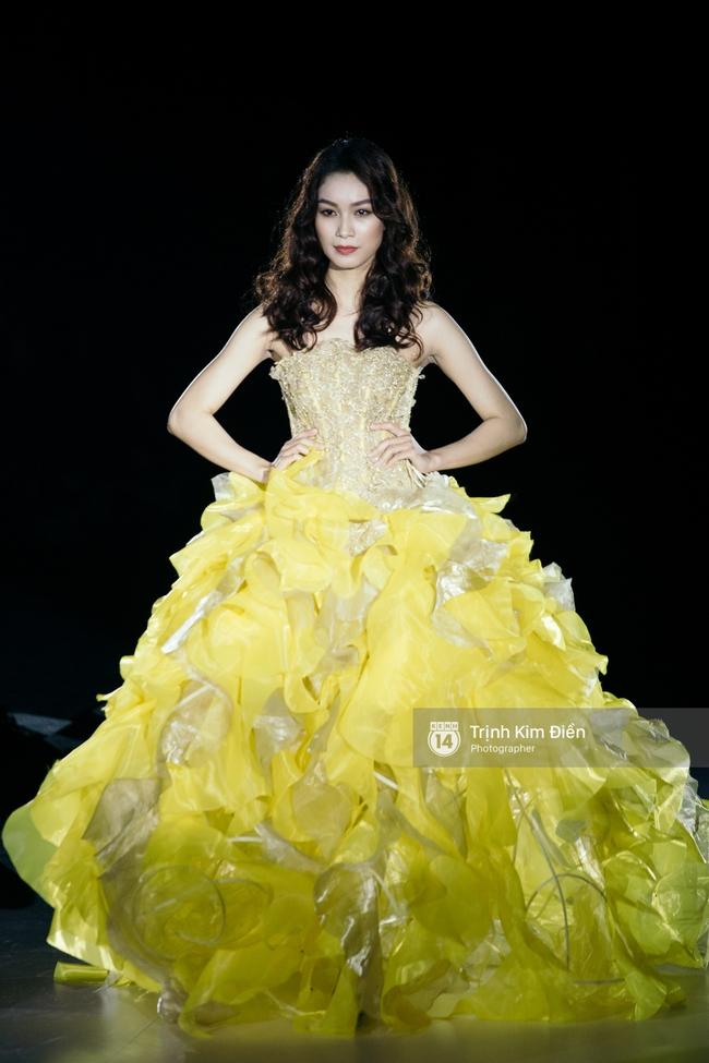 Thanh Hằng đặt cái kết hoàn hảo cho VIFW, Lê Thúy bất ngờ catwalk trong show Lê Thanh Hòa - Ảnh 15.
