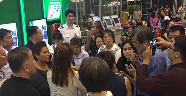 Bị công ty đa cấp lừa bán tour giá rẻ, hơn 2.000 du khách mắc kẹt tại sân bay Thái Lan - Ảnh 1.