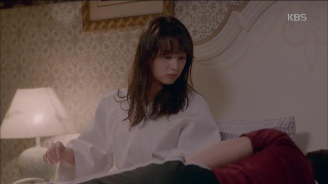 HOT: Náo loạn trước cảnh giường chiếu của Park Seo Joon và Kim Ji Won! - Ảnh 2.