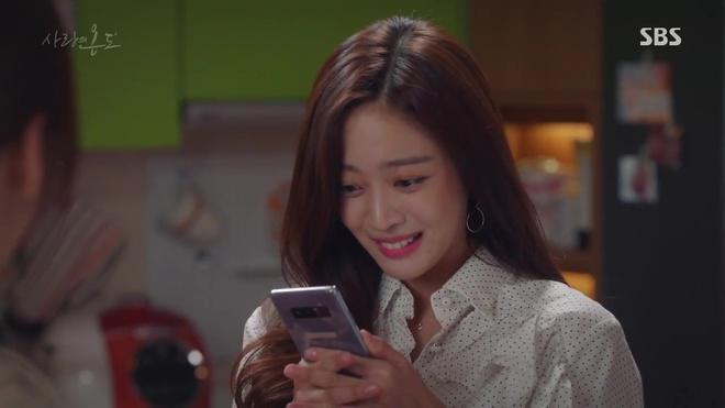 Nhiệt Độ Tình Yêu: Fan phát điên vì Seo Hyun Jin được trai trẻ bế lên sofa - Ảnh 15.