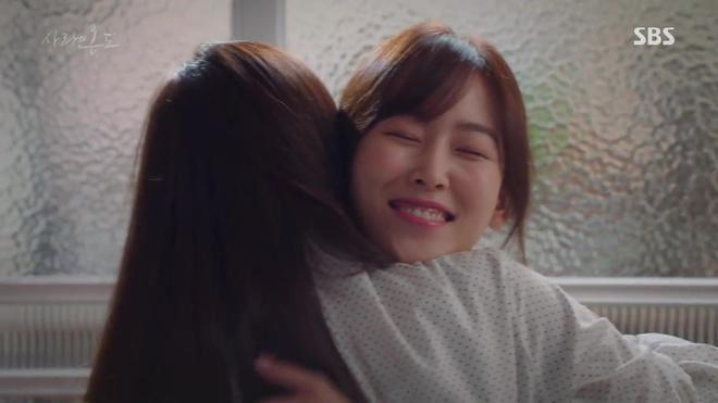 Nhiệt Độ Tình Yêu: Fan phát điên vì Seo Hyun Jin được trai trẻ bế lên sofa - Ảnh 16.