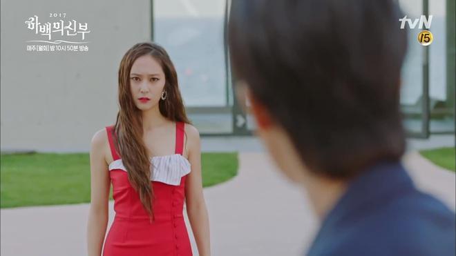 """Tập 4 """"Cô dâu thủy thần"""": Được 2 mĩ nữ sexy cỡ này theo đuổi, ai cũng ghen tị với """"Thủy thần"""" Nam Joo Hyuk! - Ảnh 1."""