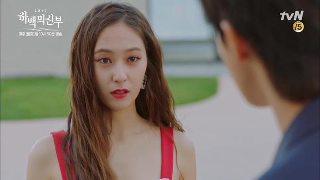 """Tập 4 """"Cô dâu thủy thần"""": Được 2 mĩ nữ sexy cỡ này theo đuổi, ai cũng ghen tị với """"Thủy thần"""" Nam Joo Hyuk!- Ảnh 2."""