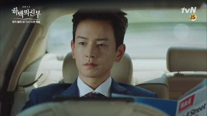 Krystal mặc sến như con cá cảnh, tát Thủy thần Nam Joo Hyuk cái bốp - Ảnh 16.