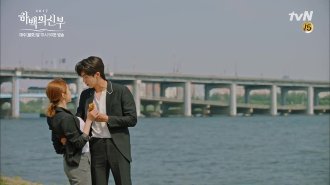 Krystal mặc sến như con cá cảnh, tát Thủy thần Nam Joo Hyuk cái bốp - Ảnh 21.