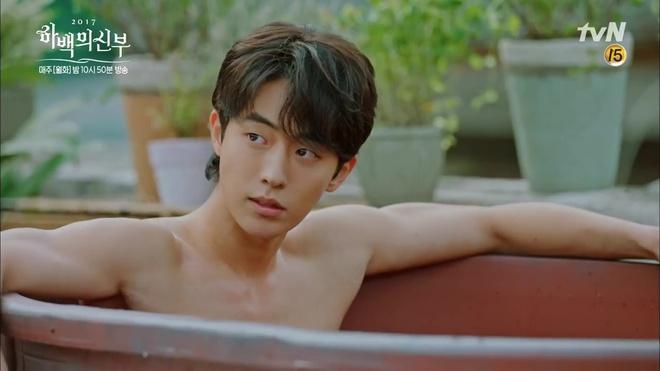 """Tập 4 """"Cô dâu thủy thần"""": Được 2 mĩ nữ sexy cỡ này theo đuổi, ai cũng ghen tị với """"Thủy thần"""" Nam Joo Hyuk! - Ảnh 10."""