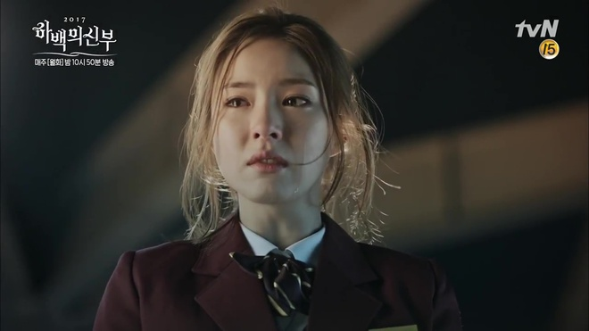 Krystal mặc sến như con cá cảnh, tát Thủy thần Nam Joo Hyuk cái bốp - Ảnh 19.