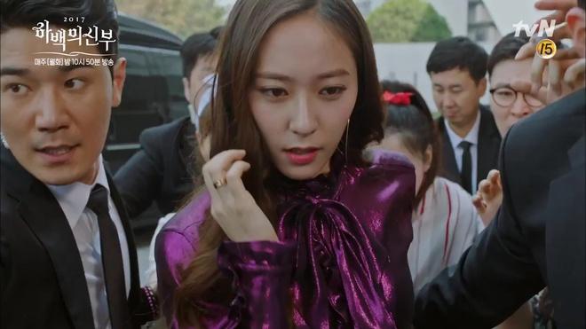 """Tập 4 """"Cô dâu thủy thần"""": Được 2 mĩ nữ sexy cỡ này theo đuổi, ai cũng ghen tị với """"Thủy thần"""" Nam Joo Hyuk! - Ảnh 19."""