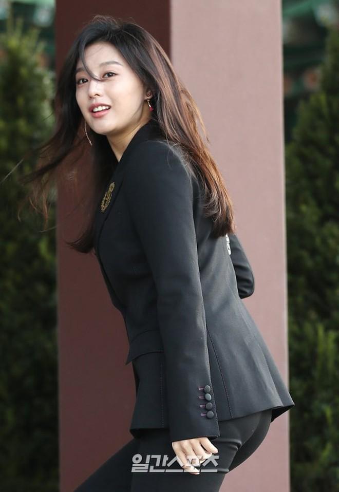 Sau cô dâu Song Hye Kyo, đây chính là mỹ nhân khiến fan đảo điên vì đẹp quá mức cho phép trong siêu đám cưới hôm qua - Ảnh 7.