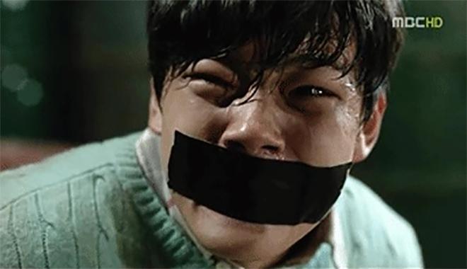 Từ phẫn nộ đến... nực cười với 8 phân cảnh bị chỉ trích nhiều nhất phim Hàn - Ảnh 1.