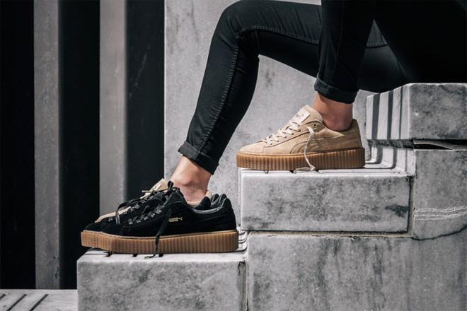 Rò rỉ hình ảnh mới của mẫu sneaker Puma do Rihanna thiết kế: Đế độn cao vút đúng trend, hội nấm lùn đảm bảo mê tít - Ảnh 1.