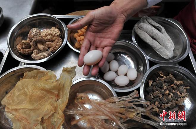 """Thú vị ý nghĩa tên món ăn """"Phật nhảy tường"""" thu hút đông đảo thực khách ở Trung Quốc - Ảnh 1."""