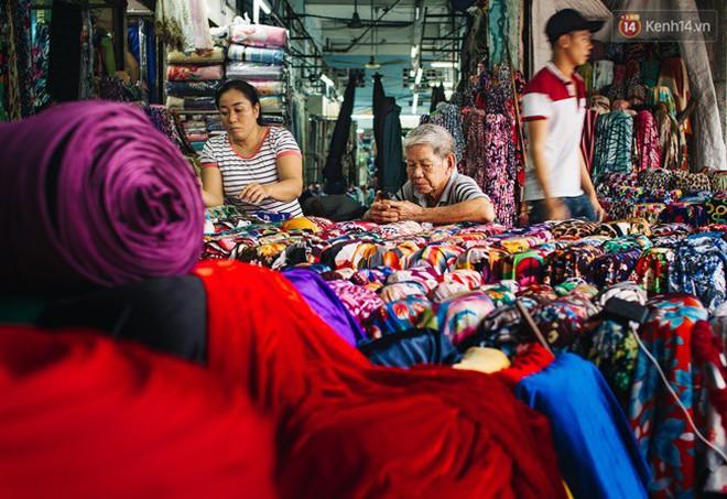 Chùm ảnh: Ghé thăm chợ Soái Kình Lâm - thiên đường vải vóc lâu đời và nhộn nhịp nhất ở Sài Gòn - Ảnh 9.