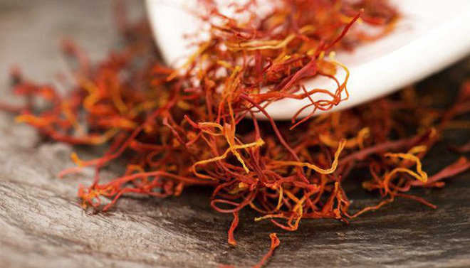 Nhụy hoa nghệ tây - Saffron có thật sự thần thánh không mà chị em nào cũng rủ nhau mua về làm đẹp? - Ảnh 1.