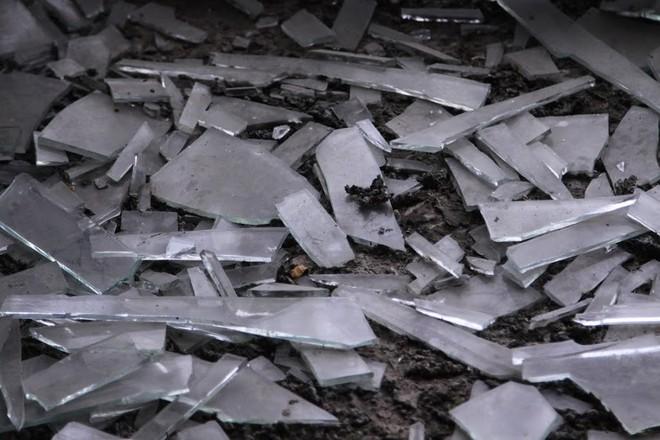 Nhiều kim tiêm dính máu bị vứt tràn lan trong khu biệt thự tiền tỷ ở Hà Nội - Ảnh 6.