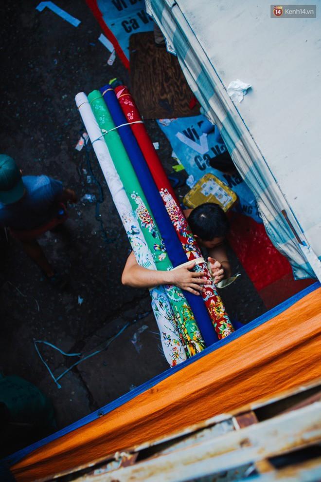 Chùm ảnh: Ghé thăm chợ Soái Kình Lâm - thiên đường vải vóc lâu đời và nhộn nhịp nhất ở Sài Gòn - Ảnh 10.
