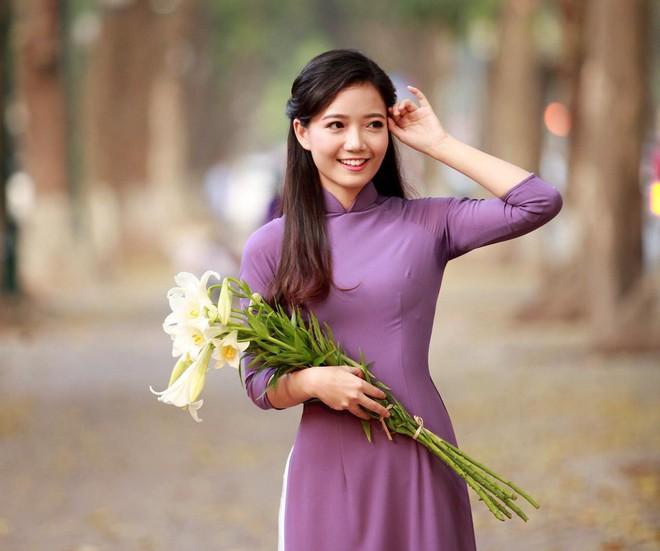 Điểm danh những Hoa khôi, Á khôi tài sắc vẹn toàn đã chọn trở thành cô giáo, giảng viên ĐH - Ảnh 2.