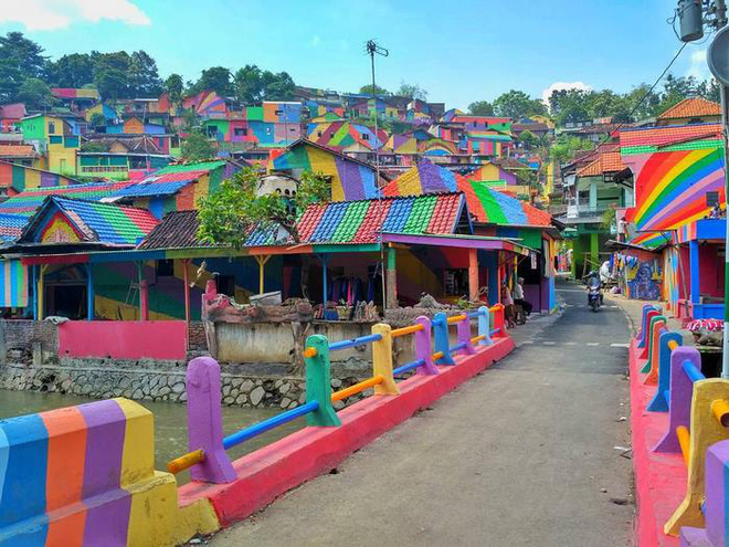 Khu ổ chuột ở Indonesia bỗng lột xác chỉ sau thời gian ngắn, du khách tấp nập ghé thăm - Ảnh 3.