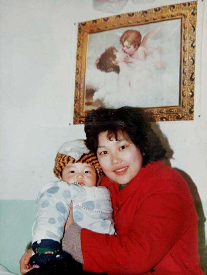 Quyết bỏ chồng để giữ con, bà mẹ vĩ đại kiên trì suốt 29 năm nuôi con trai bại não vào Đại học Harvard - Ảnh 1.