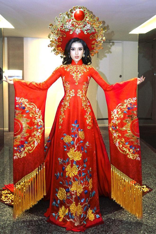 Ngắm trang phục truyền thống nặng hơn 30kg mà Huyền My sẽ mặc tại Miss Grand International 2017 - Ảnh 1.