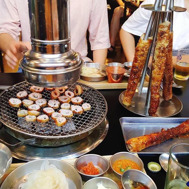 Hàn Quốc có món lòng nướng siêu ngon khiến Ilhoon (BTOB) và Yura (Girl\'s Day) phát cuồng thế này đây - Ảnh 9.