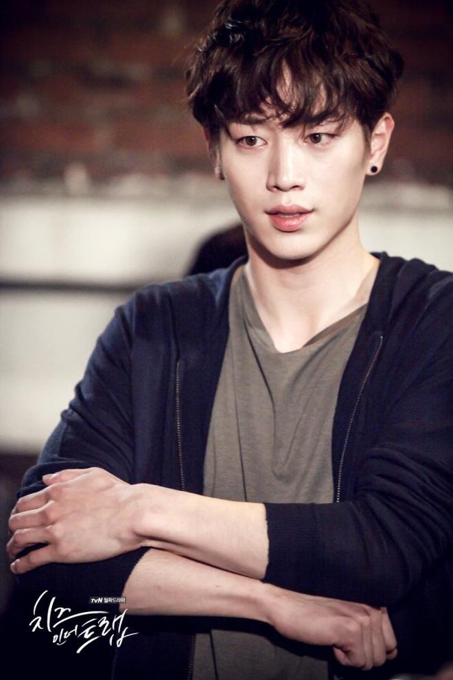 Điểm danh 12 chàng diễn viên xứ Hàn sở hữu đôi mắt một mí cực hút - Ảnh 11.