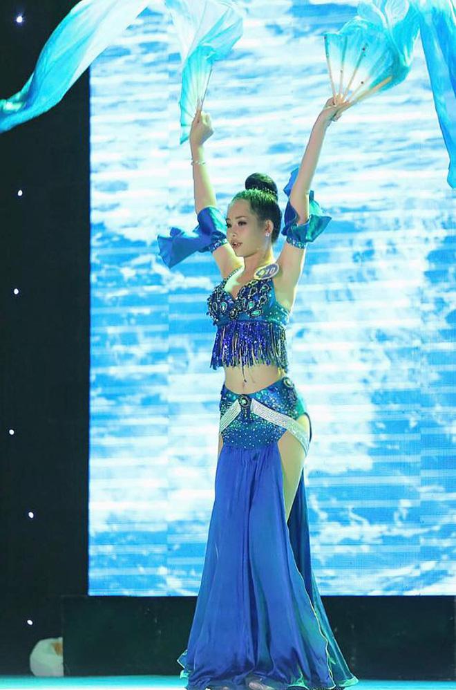 Nhan sắc gây tranh cãi của cô gái vượt qua 30 đối thủ giành chiếc vương miện Hoa hậu Đại dương 2017 - Ảnh 6.
