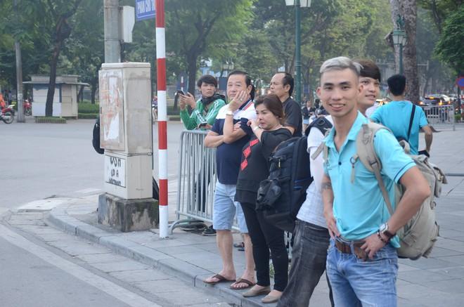 Tổng thống Mỹ Donald Trump đến Hà Nội, an ninh thắt chặt ở các tuyến phố trung tâm - Ảnh 6.